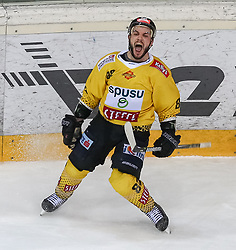 12.04.2019, Albert Schultz Halle, Wien, AUT, EBEL, Vienna Capitals vs EC Red Bull Salzburg, Halbfinale, 7. Spiel, im Bild Torjubel der Vienna Capitals nach dem 3:1 durch Chris DeSousa (Vienna Capitals) // during the Erste Bank Icehockey 7th semifinal match between Vienna Capitals and EC Red Bull Salzburg at the Albert Schultz Halle in Wien, Austria on 2019/04/12. EXPA Pictures © 2019, PhotoCredit: EXPA/ Alexander Forst
