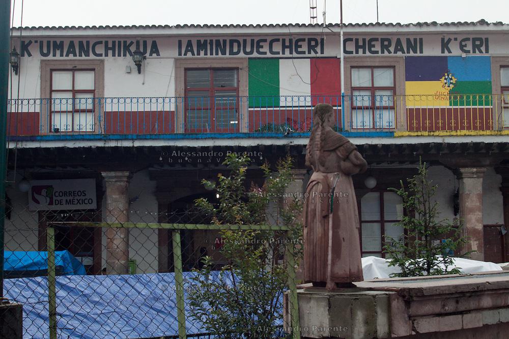 Sede dell'assemblea di Cheran. Nonostante non abbiano un sindaco, sono tenuti ad avere una sede e un rappresentante per le questioni statali.