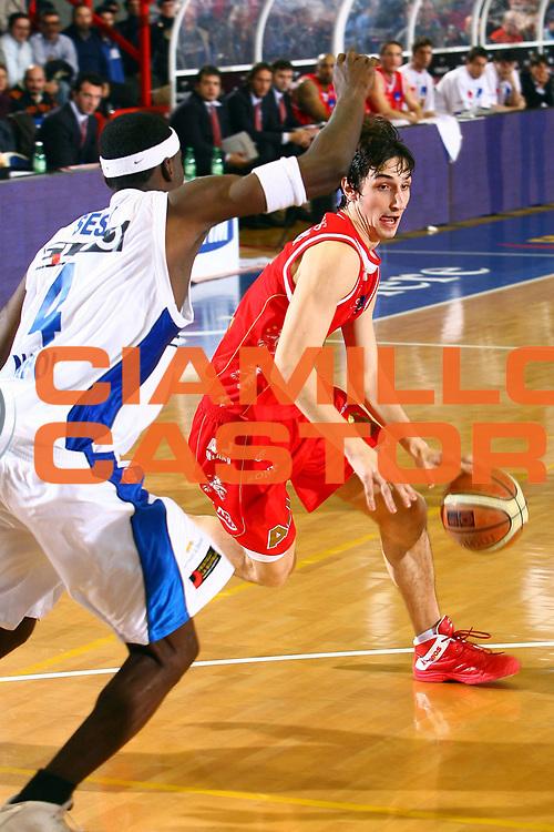 DESCRIZIONE : Napoli Lega A1 2006-07 Eldo Napoli Armani Jeans Milano<br /> GIOCATORE : Plumari<br /> SQUADRA : Armani Jeans Olimpia Milano<br /> EVENTO : Campionato Lega A1 2006-2007 <br /> GARA : Eldo Napoli Armani Jeans Milano<br /> DATA : 14/01/2007 <br /> CATEGORIA : Palleggio<br /> SPORT : Pallacanestro <br /> AUTORE : Agenzia Ciamillo-Castoria/E.Castoria