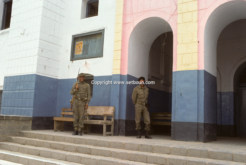 Afghanistan. soldier in front of a cinema. after the coup d etat of the communist party against Daoud / Kabul bazar  kabul  Afghanistan  / soldat devant un cinema. apres le coup d etat du parti communiste contre Daoud, le bazar    Kaboul  Afghanistan