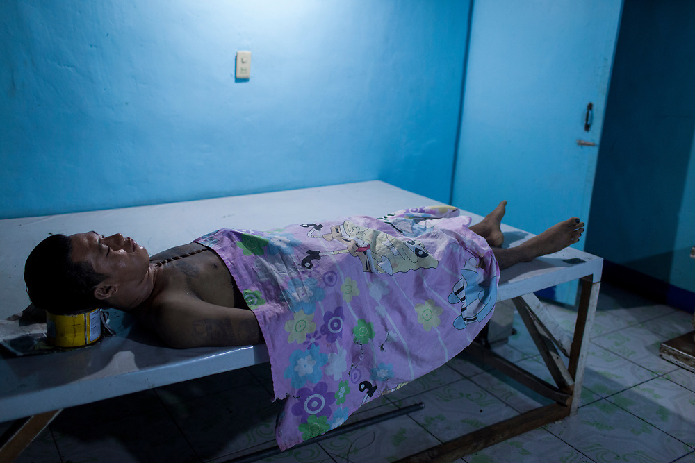 A body of a man is seen at Eusebio morgue in Navotas, Manila.  The murder is suspected to be related to the drug war.<br />