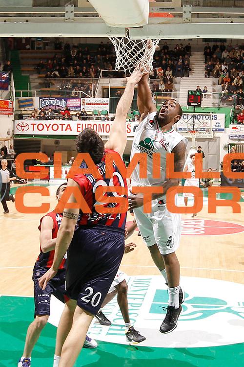DESCRIZIONE : Siena Lega Basket A 2011-12  Montepaschi Siena Angelico Biella<br /> GIOCATORE : Bo McCalebb<br /> CATEGORIA : tiro<br /> SQUADRA : Montepaschi Siena<br /> EVENTO : Campionato Lega A 2011-2012 <br /> GARA : Montepaschi Siena Angelico Biella<br /> DATA : 12/02/2012<br /> SPORT : Pallacanestro  <br /> AUTORE : Agenzia Ciamillo-Castoria/ P.Lazzeroni<br /> Galleria : Lega Basket A 2011-2012  <br /> Fotonotizia : Siena Lega Basket A 2011-12 Montepaschi Siena Angelico Biella<br /> Predefinita :