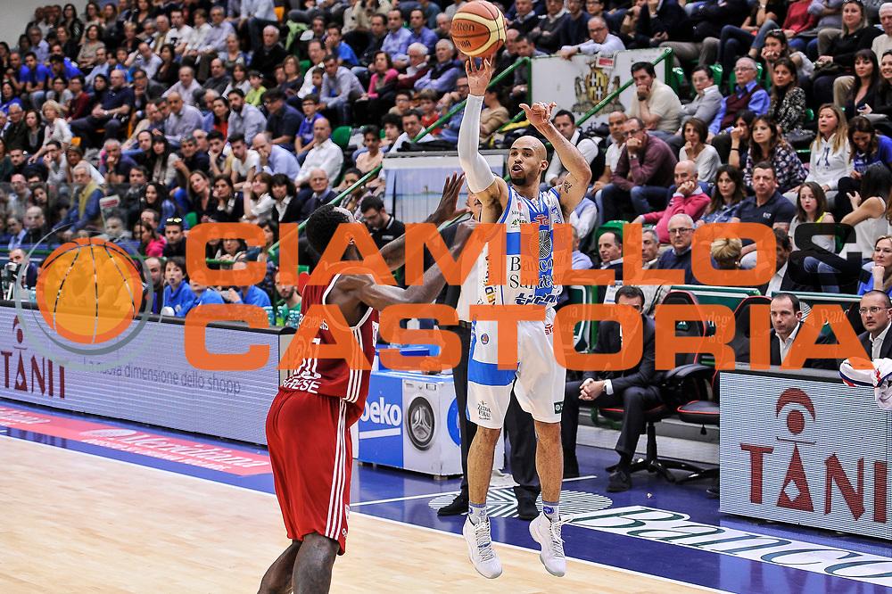 DESCRIZIONE : Campionato 2014/15 Dinamo Banco di Sardegna Sassari - Openjobmetis Varese<br /> GIOCATORE : David Logan<br /> CATEGORIA : Tiro Tre Punti Three Points<br /> SQUADRA : Dinamo Banco di Sardegna Sassari<br /> EVENTO : LegaBasket Serie A Beko 2014/2015<br /> GARA : Dinamo Banco di Sardegna Sassari - Openjobmetis Varese<br /> DATA : 19/04/2015<br /> SPORT : Pallacanestro <br /> AUTORE : Agenzia Ciamillo-Castoria/L.Canu<br /> Predefinita :