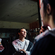 20.05.2016 Mahlwinkel, Zombie Larp (live action role play) Veranstalter: Lost ideas.<br />Etwa 600 Spieler, die Spieler sind 24h im Spiel.<br /><br />Zombies in der Maske. Ein mehrk&ouml;pfiges Visagisten-Team arbeitet im Drei-Schicht-System um den Zombies den letzten Schliff zu geben.<br /> <br />&copy; Harald Krieg/Agentur Focus