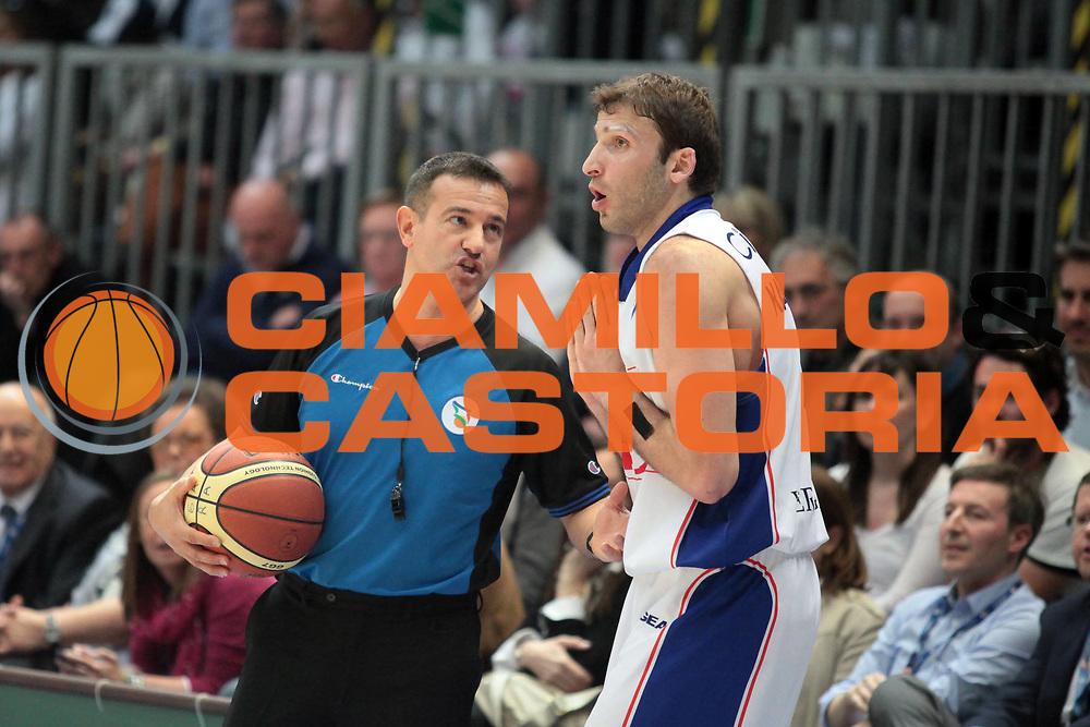 DESCRIZIONE : Cantu Lega A 2010-11 Bennet Cantu Angelico Biella<br /> GIOCATORE : Markoishvili Arbitro<br /> SQUADRA : Bennet Cantu Arbitro<br /> EVENTO : Campionato Lega A 2010-2011<br /> GARA : Bennet Cantu Angelico Biella<br /> DATA : 17/04/2011<br /> CATEGORIA : Delusione<br /> SPORT : Pallacanestro<br /> AUTORE : Agenzia Ciamillo-Castoria/S.Ceretti<br /> Galleria : Lega Basket A 2010-2011<br /> Fotonotizia : Cantu Lega A 2010-11 Bennet Cantu Angelico Biella<br /> Predefinita :