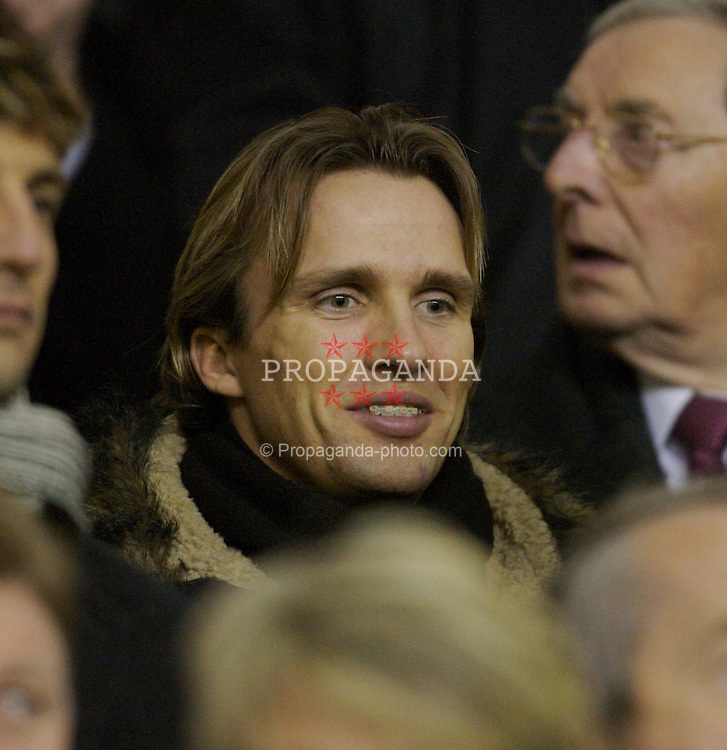 Liverpool, England - Tuesday, January 9, 2007: Liverpool's injured midfielder Boudewijn Zenden watches from the Director's box as the Reds take on Arsenal during the League Cup Quarter-Final match at Anfield. (Pic by David Rawcliffe/Propaganda)