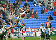 Reading, GREAT BRITAIN, Laying back, Quins' Nick EASTER misses the line out ball, during the Guinness Premiership game, London Irish vs Harlequins, 19.04.2008 [Mandatory Credit Peter Spurrier/Intersport Images]