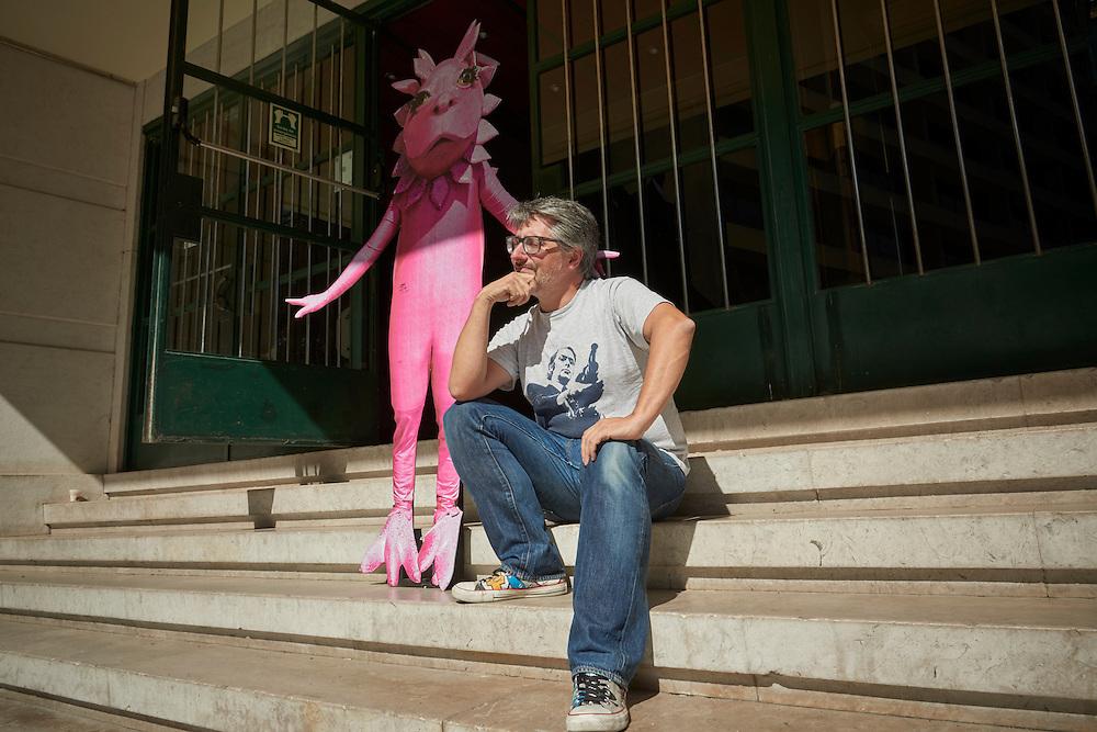 Lisboa, 22/08/2016 - Nuno Markl fotografado no cinema S. Jorge. Em entrevista ao JN sobre a sua participa&ccedil;&atilde;o no filme &quot;Refrigerantes e can&ccedil;&otilde;es de amor&quot; de Lu&iacute;s Galv&atilde;o Teles, para o qual escreveu o argumento.<br /> (Paulo Alexandrino / Global Imagens)