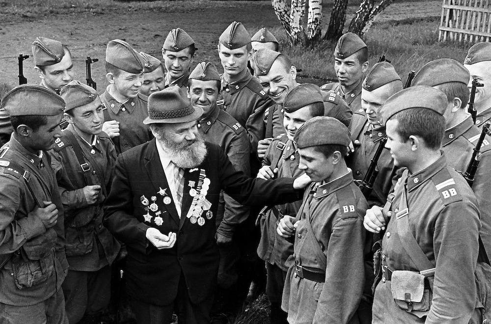 WWII veteran speaks with Soviet soldiers in Kemerovo Kuzbass region, Eastern Siberia, 07 May11978. B&W negative film 35mm.