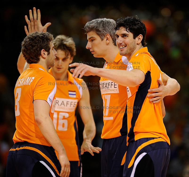 27-06-2010 VOLLEYBAL: WLV NEDERLAND - BRAZILIE: ROTTERDAM<br /> Nederland verliest met 3-2 van Brazilie / Rob Bontje en Niels Klapwijk<br /> &copy;2010-WWW.FOTOHOOGENDOORN.NL