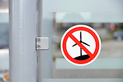 Duitsland, Kranenburg, 31-8-2017Protest tegen de voorgenomen bouw van een windmolenpark aan de rand van het Reichswald, vlak over de grens met Nederland bij Groesbeek en Gennep. Er is veel verzet tegen de molens die een hoogte zouden krijgen van 200 meter.Foto: Flip Franssen