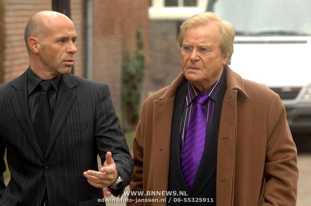 NLD/Utrecht/20060414 - Uitvaart Wout van Doleweerd, Henk Pleket en zoon Aernout