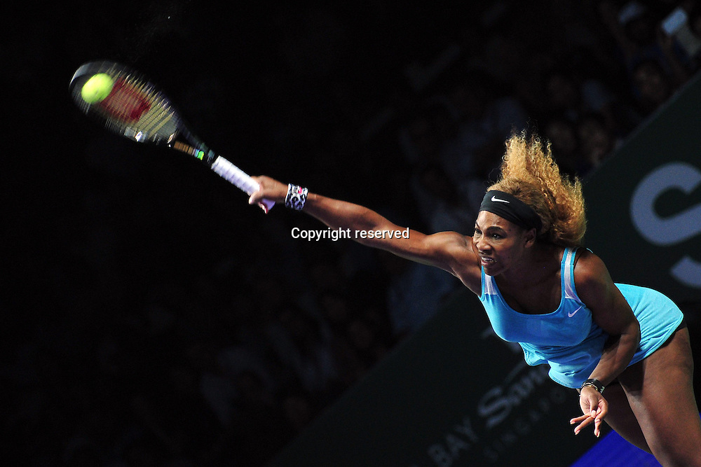 20.10.2014. Singapore.  Serena Williams of the United States serves during the round robin match of the WTA Tennis Womens Finals against Serbias  Ana Ivanovic at the Singapore Indoor Stadium, Oct. 20, 2014. Serena Williams won 2 to 0.