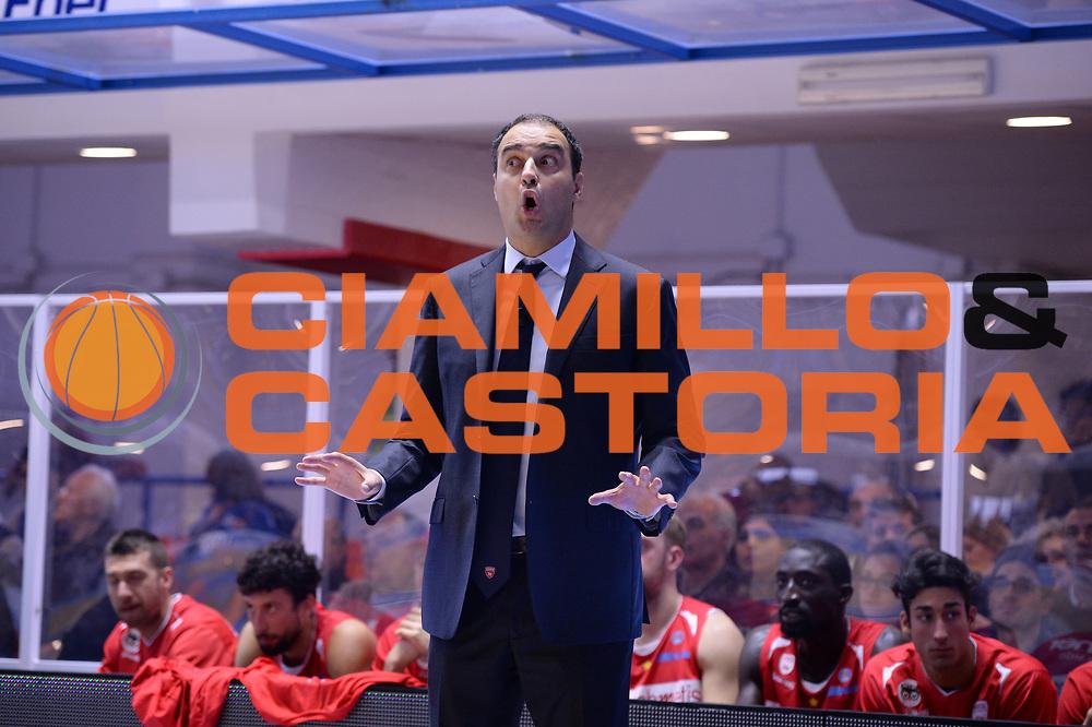 DESCRIZIONE : Brindisi  Lega A 2015-16<br /> Enel Brindisi Openjobmetis Varese<br /> GIOCATORE : Paolo Moretti<br /> CATEGORIA : Allenatore Coach Mani<br /> SQUADRA : Openjobmetis Varese<br /> EVENTO : Campionato Lega A 2015-2016<br /> GARA :Enel Brindisi Openjobmetis Varese<br /> DATA : 29/11/2015<br /> SPORT : Pallacanestro<br /> AUTORE : Agenzia Ciamillo-Castoria/M.Longo<br /> Galleria : Lega Basket A 2015-2016<br /> Fotonotizia : Brindisi  Lega A 2015-16 Enel Brindisi Openjobmetis Varese<br /> Predefinita :