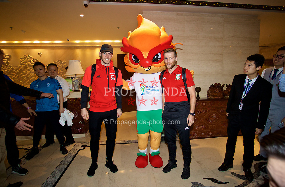 NANNING, CHINA - Tuesday, March 20, 2018: Wales' Gareth Bale and Adam Matthews pose for a photo with the official China Cup mascot at Nanning International Airport for the 2018 Gree China Cup International Football Championship. (Pic by David Rawcliffe/Propaganda)