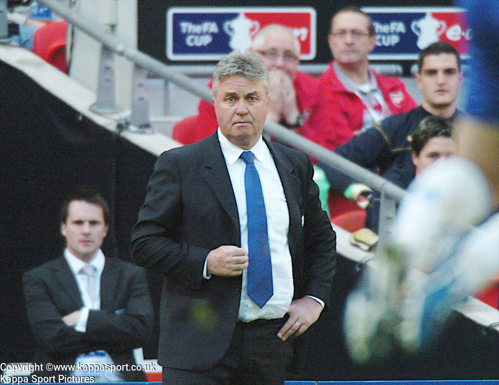GUUS HIDDINK, MANAGER CHELSEA, Arsenal v Chelsea, FA Cup Semi Final, Wembley Stadium, Saturday 18th April 2009