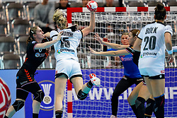 08-12-2019 JAP: Netherlands - Germany, Kumamoto<br /> First match Main Round Group1 at 24th IHF Women's Handball World Championship, Netherlands lost the first match against Germany with 23-25. / Laura van der Heijden #6 of Netherlands, Kim Naidzinavicius #15 of Germany