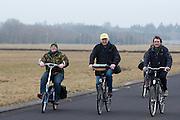 Fietsers rijden over de  start-en landingsbaan van het voormalig vliegveld Soesterberg.<br /> <br /> Cyclists are riding on former airport Soesterberg.