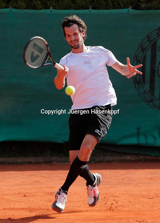 Tennis Profi Philipp Petzschner (GER),Einzelbild, Aktion,Ganzkoerper,.Hochformat,