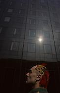 in front of the Geode, La Vilette museum  Paris  France    coiffure sculpture du coiffeur plasticien Jean Philippe Pages . la Géode du musee de la Vilette  Paris  France  R00008/    L0006360  /  P101618