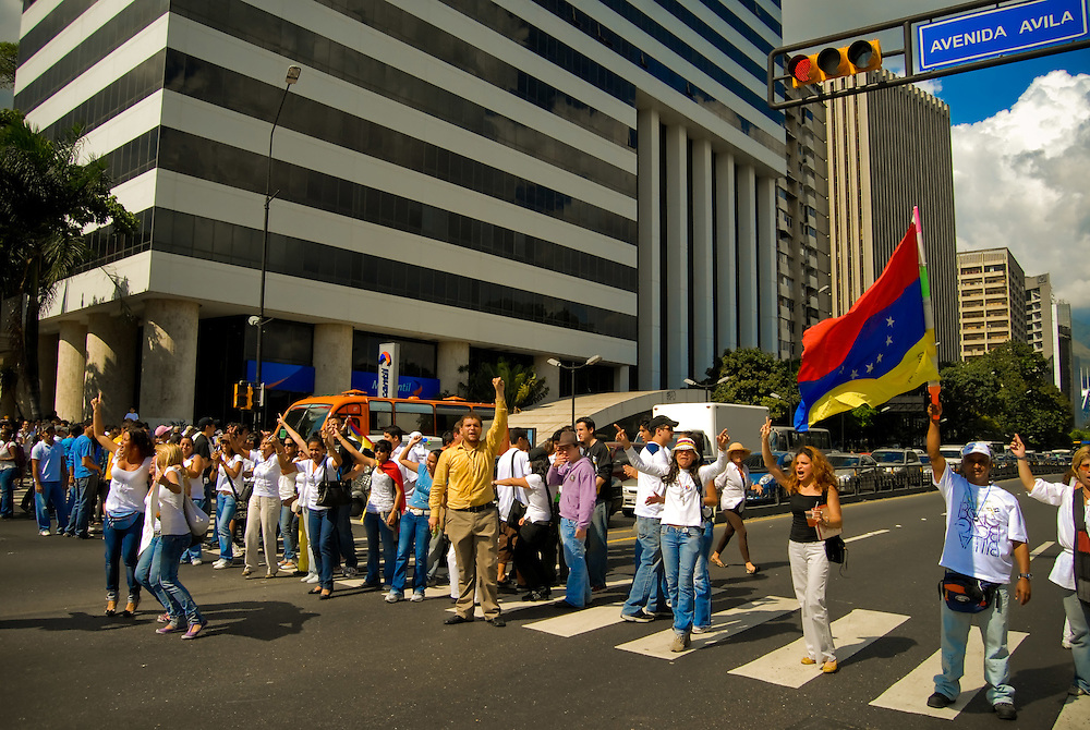 CONCENTRATION CHAVEZ NO MORE / CONCENTRACION NO MAS CHAVEZ<br /> Photography by Aaron Sosa<br /> Caracas - Venezuela 2009<br /> (Copyright © Aaron Sosa)
