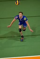 17-04-2016 NED: Play off finale Abiant Lycurgus - Seesing Personeel Orion, Groningen<br /> Abiant Lycurgus is door het oog van de naald gekropen tijdens het eerste finaleduel om het landskampioenschap. De Groningers keken in een volgepakt MartiniPlaza tegen een 0-2 achterstand aan tegen Seesing Personeel Orion, maar mede dankzij invaller Gino Naarden kwam Lycurgus langszij en pakte het de wedstrijd met 3-2 / Auke van de Kamp #5 of Lycurgus