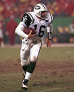 New York Jet quarterback Vinny Testaverde during game action against the Kansas City Chiefs at Arrowhead Stadium in Kansas City, Missouri on November 1, 1998.