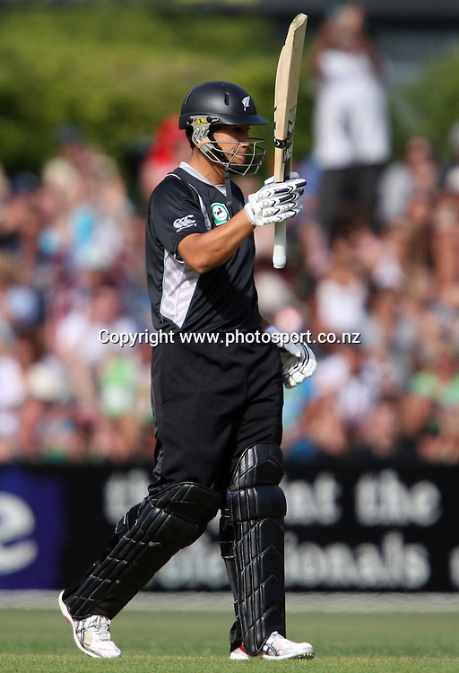 Ross Taylor acknowledges the crowd after scoring 50 runs.<br /> Cricket - 2nd ODI New Zealand Black Caps v Bangladesh, 8 February 2010, University Oval, Dunedin, New Zealand.<br /> International Cricket Season 2009/2010<br /> Photo: Rob Jefferies/PHOTOSPORT