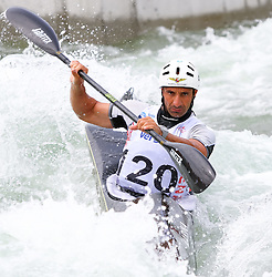 27.06.2015, Verbund Wasserarena, Wien, AUT, ICF, Kanu Wildwasser Weltmeisterschaft 2015, K1 men, im Bild Mariano Bifano (ITA) // during the final run in the men's K1 class of the ICF Wildwater Canoeing Sprint World Championships at the Verbund Wasserarena in Wien, Austria on 2015/06/27. EXPA Pictures © 2014, PhotoCredit: EXPA/ Sebastian Pucher