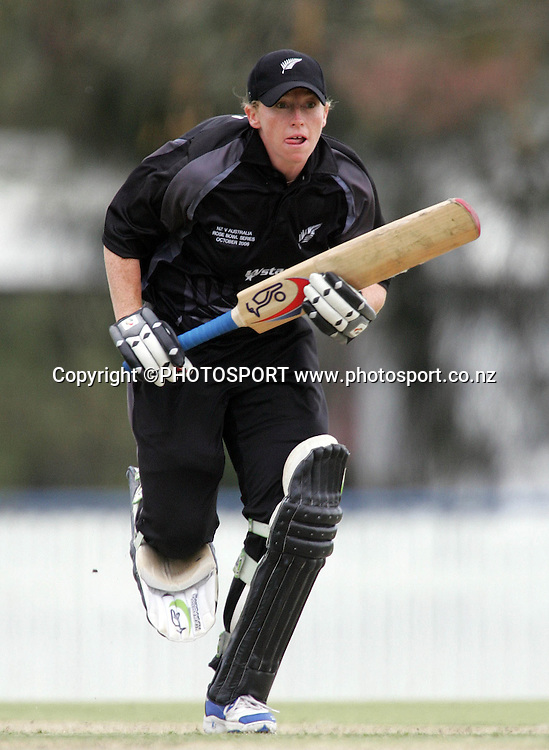New Zealand's Haidee Tiffen in action during the fourth ODI Rose Bowl cricket match between the White Ferns and Australia at Allan Border Field, Brisbane, Australia, on Thursday 26 October 2006. Australia won the match by 85 runs with a total of 252. Photo: Renee McKay/PHOTOSPORT<br />