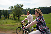 Radfahrer im Annelsbacher Tal, Höchst, Odenwald, Naturpark Bergstraße-Odenwald, Hessen, Deutschland | cyclists in Annelsbacher Tal, Höchst, Odenwald, Hesse, Germany