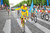 CYCLING - TOUR DE FRANCE 2010 - PARIS (FRA) - 25/07/2010 - PHOTO : VINCENT CURUTCHET / DPPI - <br /> STAGE 20 - LONGJUMEAU > PARIS CHAMPS ELYSEES - ALBERTO CONTADOR (ESP) / WINNER  AND THE TEAM ASTANA