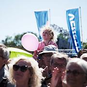 publikum lytter til Helle Thorning-Schmidt, Danmark's statsminister til åbningen af Folkemødet 2014