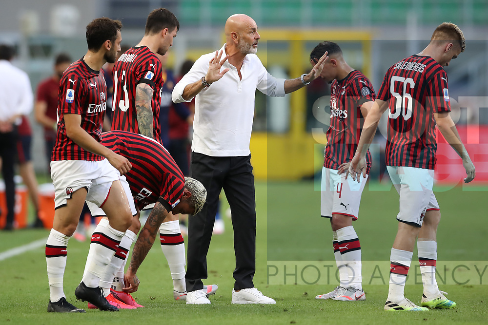 AC Milan's Italian Head coach Stefano Pioli gives directions to players during a water break during the Serie A match at Giuseppe Meazza, Milan. Picture date: 28th June 2020. Picture credit should read: Jonathan Moscrop/Sportimage