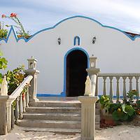 Parque Nacional Archipielago Los Roques, es un hermoso archipiélago de pequeñas islas coralinas que se encuentra ubicado en el Mar Caribe y ocupa 221.120 hectáreas. Capilla del Gran Roque.