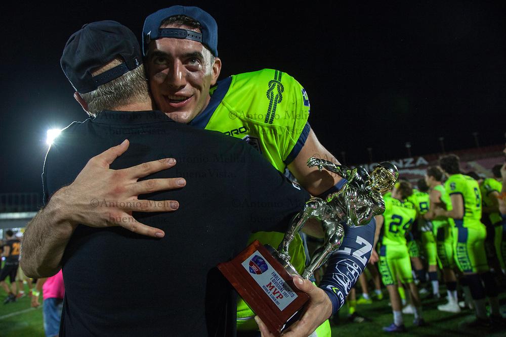 MVP della partita, Luke Zahradka quarterback dei Seaman Milano.