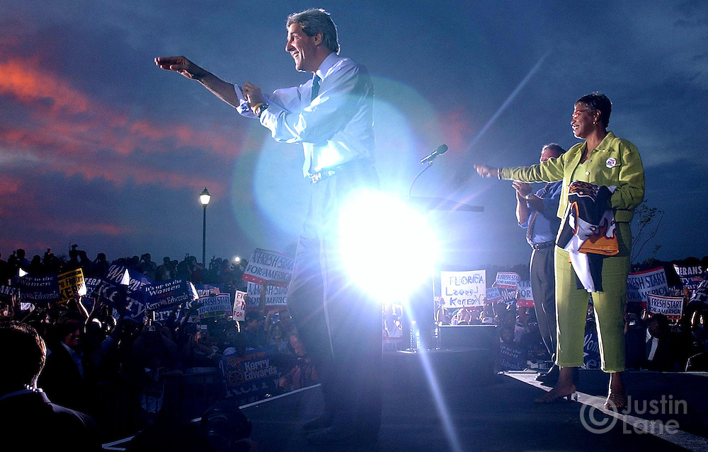United States Senator and Democratic Candidate for President John Kerry (C) addresses a crowd at an early vote rally at the Barnett Park Recreation Center in Orlando, FL Monday, 18 Oct, 2004. Kerry is campaigning in Florida today.<br />