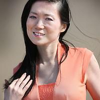 Nederland, Den Haag , 9 augustus 2012..Lulu Wang (Peking, 22 december 1960) is een van oorsprong Chinese schrijfster, die sinds 1985 in Nederland woont. Aanvankelijk doceerde zij in Maastricht voor zij in 1997 doorbrak met haar debuutroman Het Lelietheater. Voor dit boek ontving zij in 1998 de Gouden Ezelsoor voor het bestverkochte literaire debuut (ruim 135.000 verkochte exemplaren) en in het jaar daarop de internationale Nonino Prijs. Alleen in Nederland werden er meer dan 800.000 exemplaren van verkocht..In Het Lelietheater werd de jeugd van de schrijfster in China beschreven. Het boek kreeg uitstekende recensies. Haar tweede roman Het Tedere Kind kreeg daarentegen een aantal vernietigende recensies. De schrijfster publiceert met enige regelmaat romans en novellen..Chines/Dutch writer Lulu Wang.