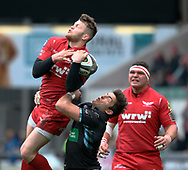 Scarlets' Steffan Hughes claims the high ball despite the attentions of Glasgow Warriors' DTH Van Der Merwe<br /> <br /> Photographer Simon King/Replay Images<br /> <br /> Guinness PRO14 Round 19 - Scarlets v Glasgow Warriors - Saturday 7th April 2018 - Parc Y Scarlets - Llanelli<br /> <br /> World Copyright © Replay Images . All rights reserved. info@replayimages.co.uk - http://replayimages.co.uk