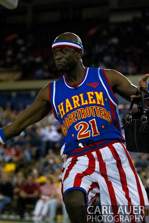 "05 May 2006: Kevin ""Special K"" Daley runs away with a purse he stole from a fan during the Harlem Globetrotters vs the New York Nationals at the Sulivan Arena in Anchorage Alaska during their 80th Anniversary World Tour."