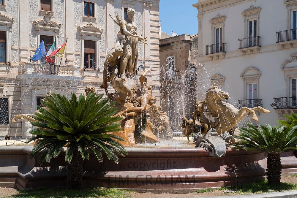 Diana Fountain - Fontana Diana - and Banco di Sicilia - Bank of Sicily - in Piazza Archimedes in Ortigia, Syracuse, Sicily