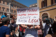 Roma 28 Giugno 2011.Manifestazione per l'emergenza spazzatura a Napoli davanti a Montecitorio.Un cartello contro i deputati della Lega Nord