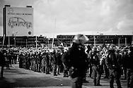Pomigliano D'Arco, Italia - 14 dicembre 2011. Proteste dei lavoratori FIAT iscritti allla FIOM dello stabilimento di Pomigliano D'Arco all'esterno della fabbrica all'interno della quale si è svolta la cerimonia di presentazione della nuova Panda al cospetto del presidente FIAT John Elkann e dell'amministartore delegat Sergio Marchionne..Ph. Roberto Salomone Ag. Controluce.ITALY - FIAT workers of the Pomigliano D'Arco plant protest outside the gates of the factory on the day of the presentation of the new FIAT Panda on December 14, 2011.