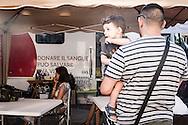 Roma, Italia, 25/08/2016<br /> Romani in fila per donare il sangue al punto trasfusionale per le popolazioni colpite dal sisma di Accumoli e Amatrice, attivato davanti alla sede della Regione Lazio<br /> <br /> Rome, Italy, 25/08/2016<br /> People of Rome queueing at the blood transfusion point - in front of the headquarter of the Lazio Region - for people in Accumoli and Amatrice hit by the earthquake