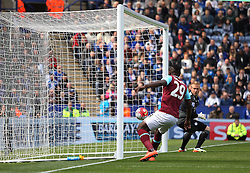 Emmanuel Emenike of West Ham United (L) misses a goal scoring opportunity - Mandatory by-line: Jack Phillips/JMP - 17/04/2016 - FOOTBALL - King Power Stadium - Leicester, England - Leicester City v West Ham United - Barclays Premier League