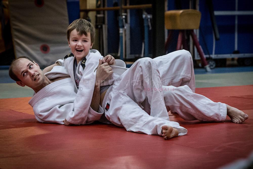 Nederland, Eelde 20140219. Judolessen op  basisschool De Kooi van Bas Helwerda namens de stichting Stichting Sport Stimulering Tynaarlo. foto: Pepijn van den Broeke