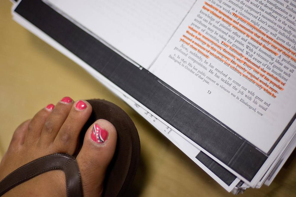 Lauren Flowers props her well-decorated feet up by her notes as she studies at Alden Library for a final exam on Sunday evening, 6/3/07.