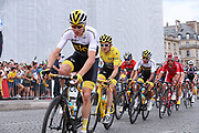 Chris Froome Christopher Froome (GBR - Team Sky) with Geraint Thomas (GBR - Team Sky) Yellow Jersey, on the Champs-Élysées during the 105th Tour de France 2018, Stage 21, Houilles - Paris Champs-Elysees (115 km) on July 29th, 2018 - Photo George Deswijzen / Pro Shots / ProSportsImages / DPPI