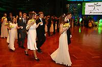 Ludwigshafen. 02.12.17 | <br /> Pfalzbau. Gala-Ball von Tanz-Art Formacon. Wiener Opernballer&ouml;ffnung unserer Deb&uuml;tanten, ca. 60 Jugendpaare ziehen in den festlich Ballsaal ein und vertanzen 3 Touren der Francaise. Passend zum Wiener Opernballthema alle Damen mit hellen Kleidern und Diadem im Haar, alle Herren mit weissen Handschuhen. <br /> Bild: Markus Prosswitz 02DEC17 / masterpress (Bild ist honorarpflichtig - No Model Release!) <br /> BILD- ID 03416 |