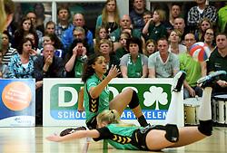 12-04-2014 NED: Finale vv Alterno - Sliedrecht Sport, Apeldoorn<br /> Alterno pakt het kampioenschap door Sliedrecht voor de derde maal te verslaan / Celeste Plak en Lisette Stindt